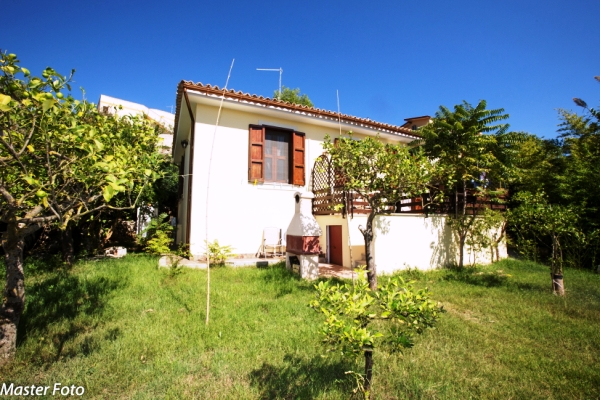 garden house rent noto
